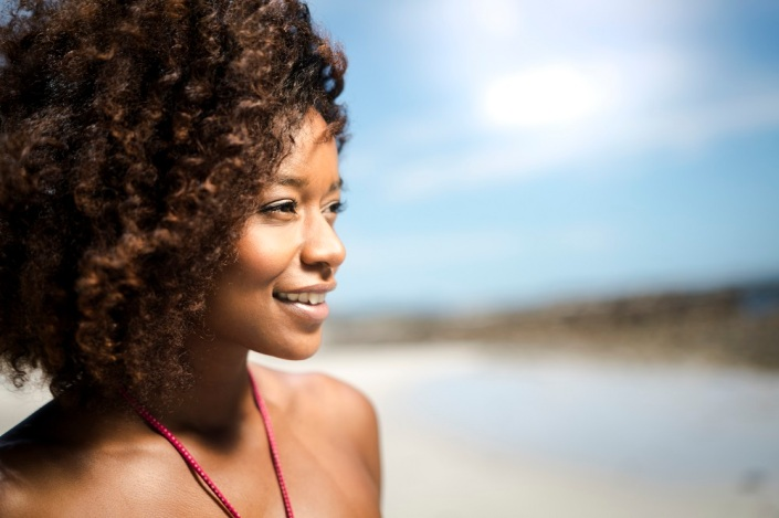 cuidados com a pele negra no verão
