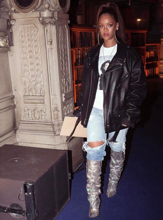 rihanna bota saint laurent