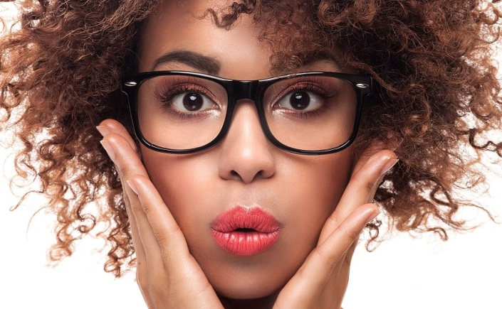 maquiagem para quem usa óculos