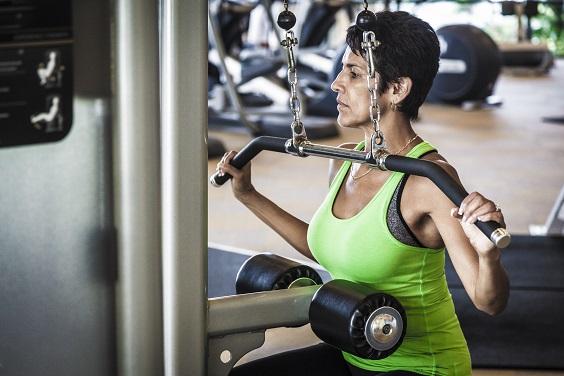 benefícios da musculação terceira idade