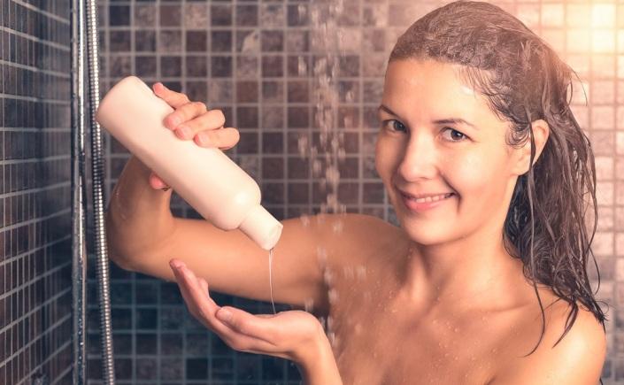 como usar shampoo e condicionador corretamente
