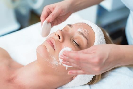 como prevenir manchas na pele