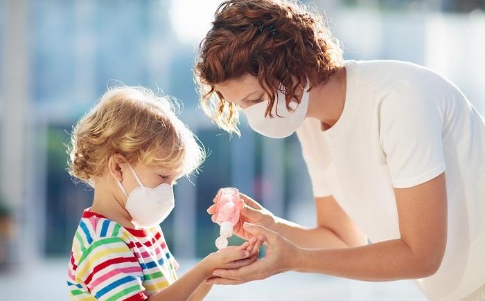 álcool em gel em crianças
